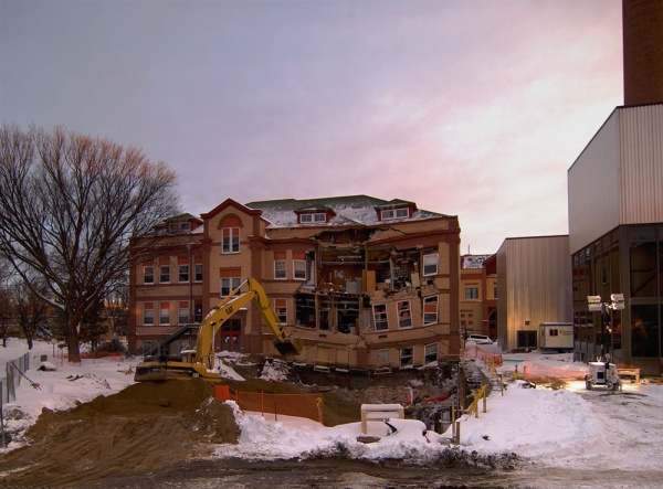 NDSU_Minard_Hall_Collapse_South_Facing_View_4pm_Sunday_December_27_2009_DSC0436_thumb