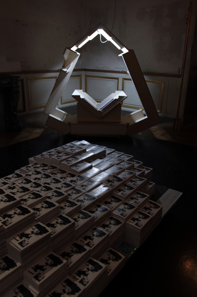 vanni foldout scanner sculpture on exhibit